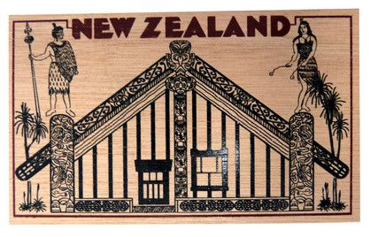POSTCARD WOODEN MAORI MEETING HOUSE