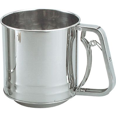 SIFTER FLOUR S/ST SQUEEZE HNDL