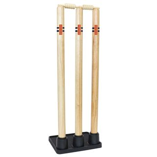 GRAY-NICOLLS GN WOODEN STUMPS WITH RUBBER BASE (3 STUMPS)