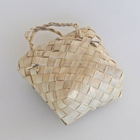 Small Kete (Basket)