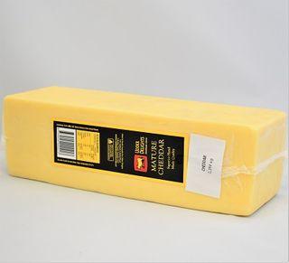 UDDER DELIGHTS MATURE CHEDDAR 2.4KG R/W