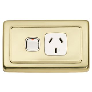 FLAT PLATE SOCKET POLISHED BRASS-WHITE