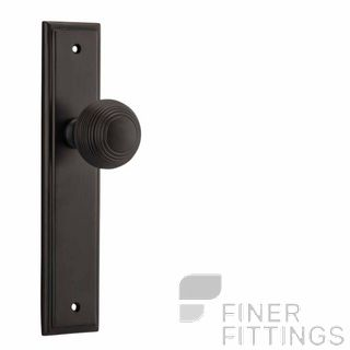 IVER 10842 GUILDFORD KNOB ON STEPPED PLATE SIGNATURE BRASS