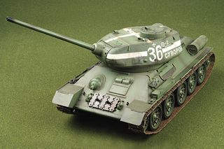 TANK SOVIET T34/85 1/16 PRE-BUILT/PAINTE