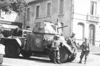 ICM 1:35 Panzerspähwagen P 204 (F) W/CdmTr*