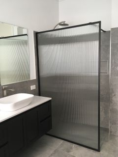 Mofo 1100mm x 2000mm Fluted Glass Shower Screen with Matt Black Frame