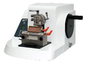 M530 Microtome Semi-Automatic includes Low Profile Blade Holder for Disposable Blades #24-3230-00 and Universal Cassette Clamp for Standard Cassettes #24-3232-00