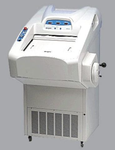 Bright OTF5000 Cryostat with Quick Release Feather Blade Holder Complete with Anti-Roll Plate and 10 Feather Blades
