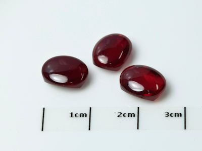 Ruby Syn Dark Red Buff-Top 8x6mm Oval (S)