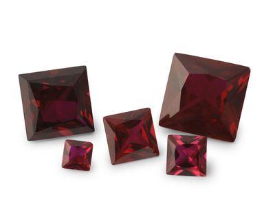 Syn Ruby Dark Red 8mm Sq/Princess (S)