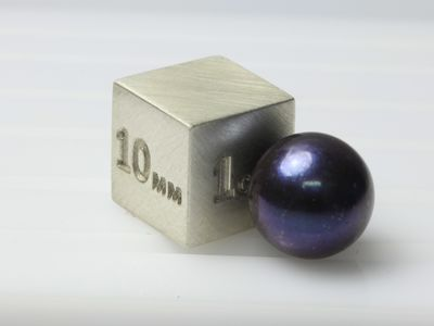 Akoya Pearl Dyed Black 9-9.5mm (C)