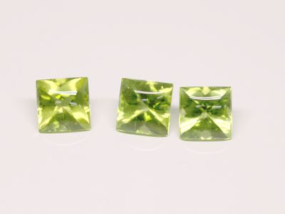 Peridot 6mm Sq/Princess Bufftop (N)