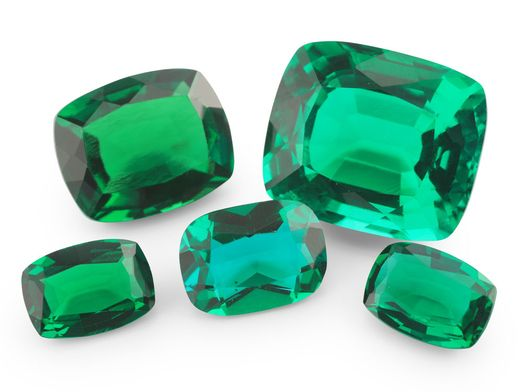 Hydrothermal Emerald 9x7mm Cushion Cut (S)