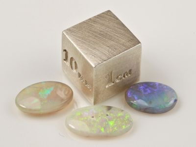 Solid White Opal Assort Size Oval (N)