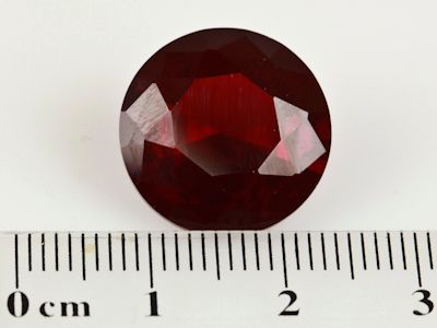 Syn Ruby Dark Red 16mm Round (S)