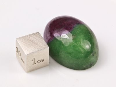 Ruby/Zoisite 21x18.7mm Oval Cab (N)