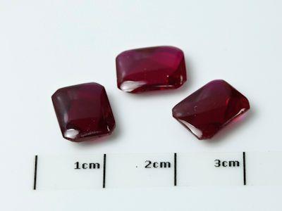 Ruby Syn Dark Red Buff-Top 10x8mm Emerald (S)