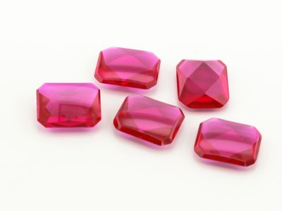 Ruby Syn Pink Red Buff-Top 10x8mm Emerald (S)