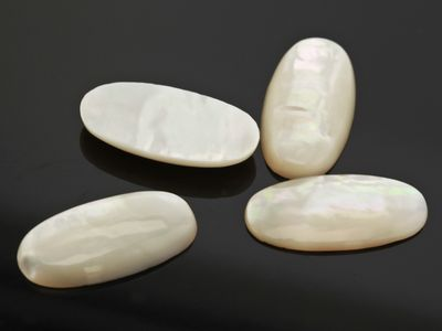 Mother Of Pearl 20x10mm Oval Cabochon (N)
