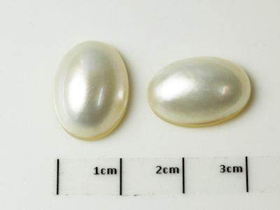 Mabe White Pearl 16x12mm Oval (C)