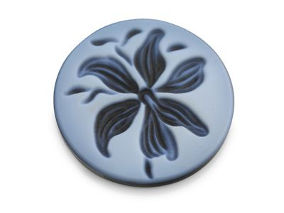 Cameo Blk/White Lily 20mm Round (T)