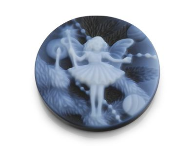Cameo Blk/White Dancing Flower Fairy 20mm Round (T)