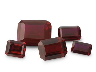 Syn Ruby Dark Red 9x7mm Emerald Cut (S)