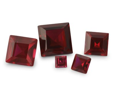 Syn Ruby Dark Red 8mm Square (S)