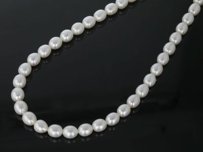 F/W White Pearl 8-8.5mm Oval Strand (C)