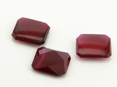 Ruby Syn Dark Red Buff-Top 12x10mm Emerald (S)