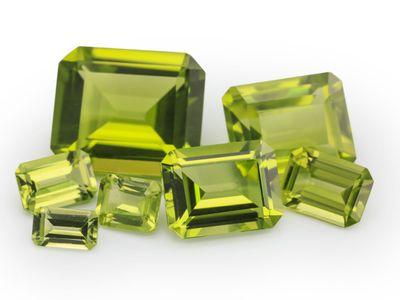 Peridot 12x10mm Emerald Cut (N)