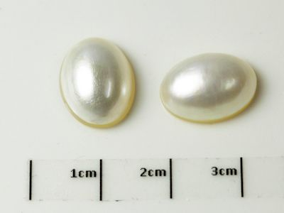 Mabe White Pearl 14x10mm Oval (C)