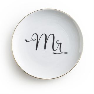 Love is in the Air, Plate, Mr