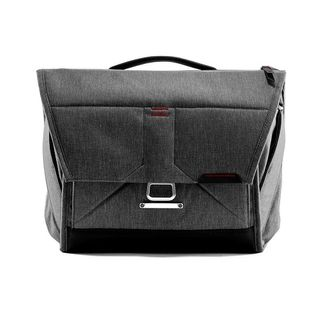 PEAK DESIGN 13 EVERYDAY MESSENGER CHARCOAL
