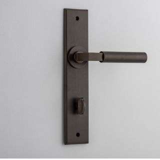 DOOR LEVER BERLIN ON PLATE PRIVACY AB