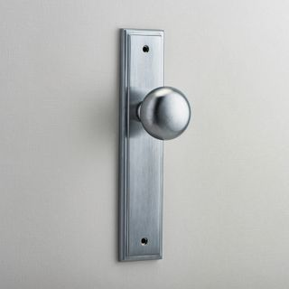 DOOR KNOB CAMBRIDGE ON PLATE LATCH SC