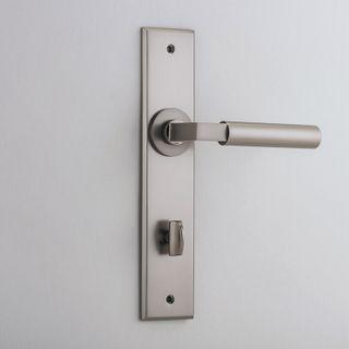 DOOR LEVER BERLIN ON PLATE PRIVACY SN
