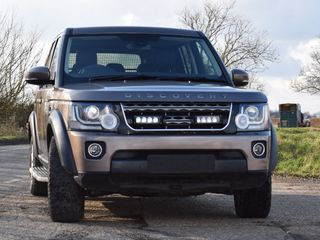Land Rover Discovery4 (2014+) - Grille Mount Kit (includes: 2x Triple-R 750 Std)