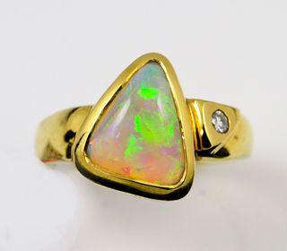 18K Yellow Gold Light Opal Ring