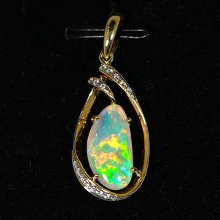 18K Yellow Gold Light Opal Pendant
