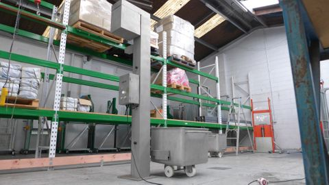 Eurover EO1900 - S/S column lifter for DIN9797 Eurobins with adjustable 1900mm lift & 300kg capacity
