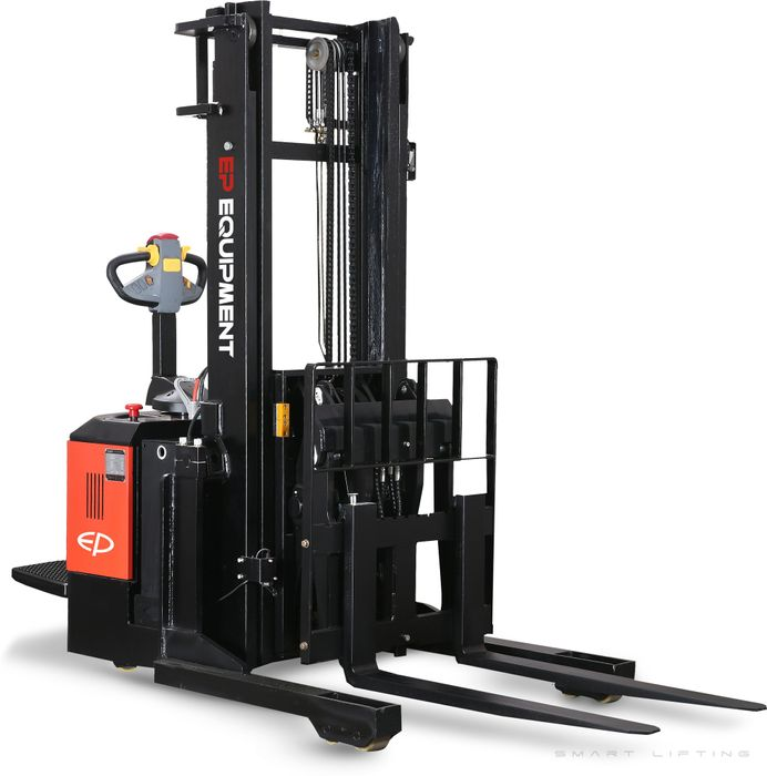 CQE15S-4000 - Pro 1.5t ride-on reach stacker with pantograph, sideshift and triplex 4.0m lift
