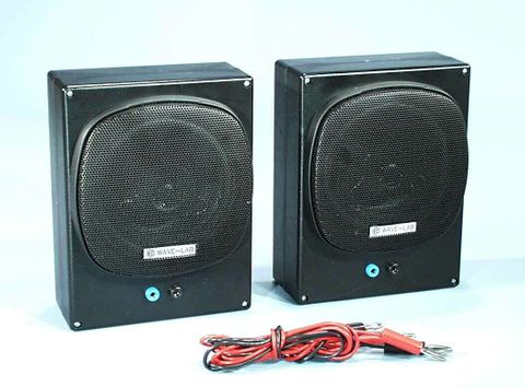 Loudspeakers pair for wave study