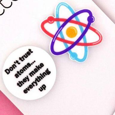 Stud earrings atom