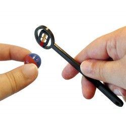Magnetic pole finder