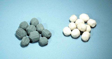 Electrostatic pith balls plain