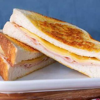 E/DAY TOASTIE HAM CHEESE & TOMATO 12X187G
