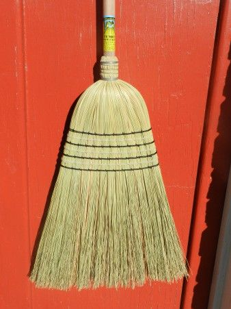 Tumut 7Tie Woolshed Broom (Cane Centre)