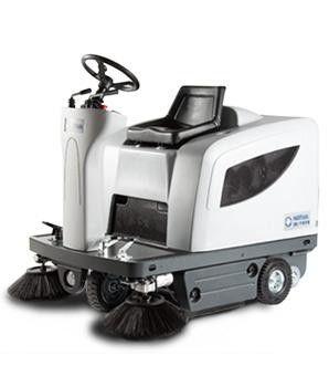 SR1101 Rideon Battery vacuum sweeper
