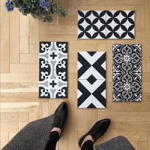 Black and white patterend tiles